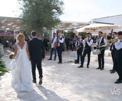 Metamorphosis Wedding Band - Con gli sposi