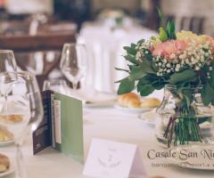 Casale San Nicola - Al tavolo degli invitati
