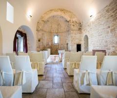 Casale San Nicola - Allestimento della cerimonia civile nella chiesetta