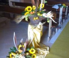 Addobbi floreali di girasoli per il matrimonio in chiesa
