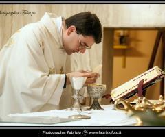 Fabrizio Foto - Sacerdote durante la cerimonia di nozze