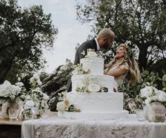 Tenuta Monacelli - La torta nuziale e gli sposi