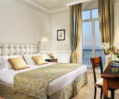 Royal Hotel Sanremo - La camera da letto con vista mare