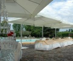 Aperitivo per le nozze a bordo piscina