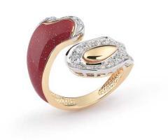 Anello rosso e diamantato