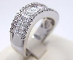 Anelli con diamante per il fidanzamento