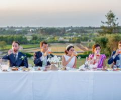 Masseria Luco - Sposi e testimoni brindano