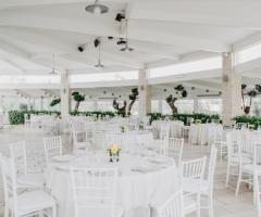 Casale San Nicola - Allestimento con tavoli rotondi