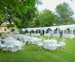 Abbazia di Sant'Andrea in Flumine - Allestimento del matrimonio in giardino