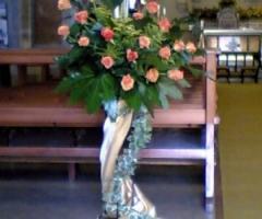 Decorazione di fiori per il matrimonio in chiesa