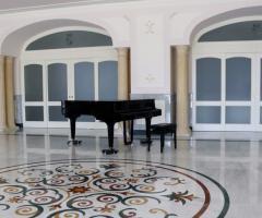 Tenuta Montenari - La sala ricevimenti con il pianoforte