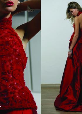 Abito da sposa rosso con dettagli di fiori in tessuto sul corpetto - Modello Julia