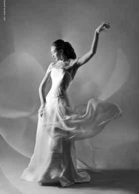 Abito da sposa con dettagli trasparenti sulle spalle