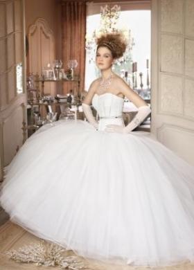Vestito da sposa con guanti - Collezione La Magia del matrimonio d'inverno
