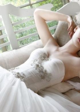 Abito da sposa con applicazioni gioiello sul corpetto - Collezione Atmosfere Provenzali