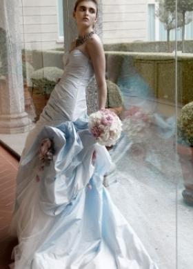 Vestito da sposa con balze e fiori applicati - Collezione Spose da Red Carpet - Sposa Romantica