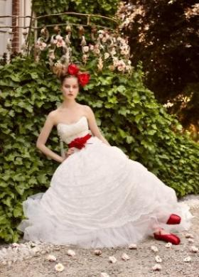 Abito da sposa con cinta rossa - Collezione Il Giardino incantato