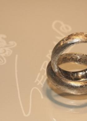 Fedi millerighe in oro bianco per gli sposi