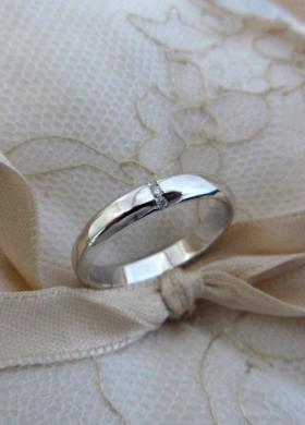 Fede nuziale in oro bianco e diamante