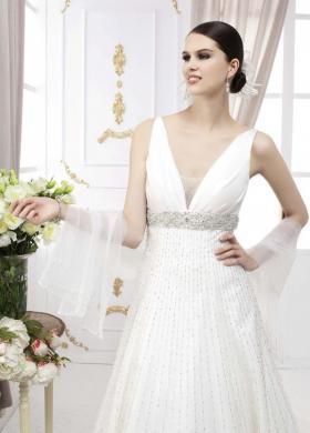 Abito da sposa arricchito con originali gioielli e perle preziose
