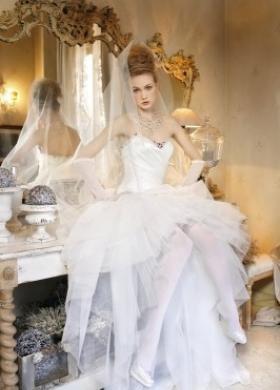 Vestito da sposa con gonna in tulle - Collezione La Magia del matrimonio d'inverno