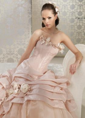 Eleganza e delicatezza: la sposa di Manzetti White Couture