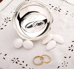 Auguri di anniversario di matrimonio ecco le frasi pi for Immagini auguri 25 anni matrimonio