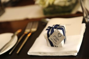 Bomboniera posizionata sul tavolo di nozze