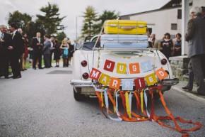 La macchina da cerimonia addobbata