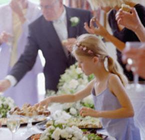 Gli invitati al buffet di nozze