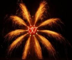 E il matrimonio si accende con i fuochi d'artificio