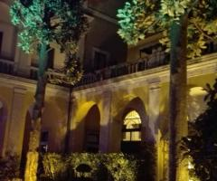 Il giardino di sera a Palazzo Cardinal Cesi