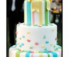 Torta nuziale colorata