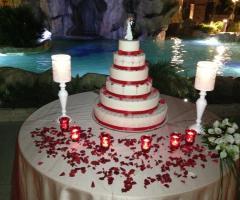 Villa Royal - Le Cascate - La torta nuziale servita a bordo piscina