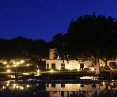 Tenuta Monacelle - Ricevimento di nozze serale a bordo piscina