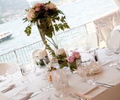 Allestimento floreale per i tavoli di matrimonio