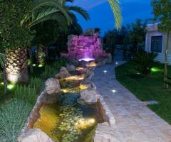 Villa Royal - Le Cascate - Viale fiorito della location di nozze