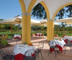 Villa Aretusi - Tavoli per le nozze in veranda