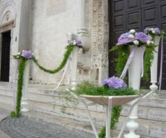 Addobbo floreale per la cerimonia religiosa