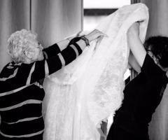 Attimi autentici - Si prepara l'abito