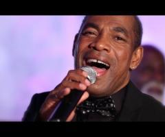 Orlando Johnson durante un'esibizione