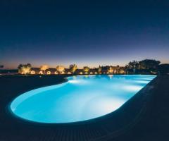Masseria Grieco - La piscina di sera
