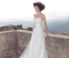 Angela Pascale Spose - Abito da sposa senza spalline con dettagli ricamati