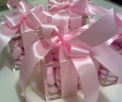 Bomboniere con nastro rosa per il matrimonio