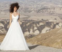 Vestito da sposa linea A con ampia cinta stretta in vita