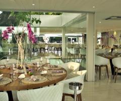 Mama Casa in Campagna - Allestimento dei tavoli all'interno della Sala Gelso