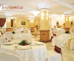Sala allestita per il ricevimento di nozze