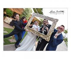 Studio Fotografico Dino Mottola - Gli sposi simpaticamente in cornice