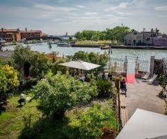 Il giardino di Villa Lina - Una vista dall'alto del giardino