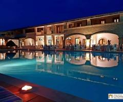 Antica Masseria Martuccio - Una vista della masseria dalla piscina
